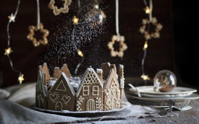 5-Ingredient Christmas Cake with Gingerbread Houses